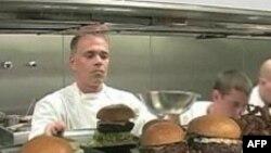 Hamburger trở thành món bít tết của thời kỳ khó khăn kinh tế