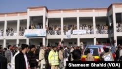 جنوری میں باچا خان یونیورسٹی پر ہونے والے حملے کے بعد والدین اور طلبا میں عدم تحفظ کا احساس پایا جاتا ہے۔ (فائل فوٹو)