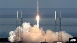 Тестовый старт ракеты-носителя Falcon-9. Архивное фото.