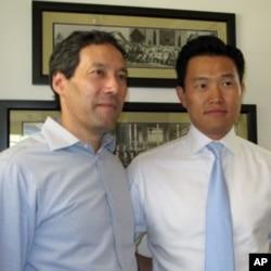 美国研究韩国事务的学者康灿雄(左)和朴约翰