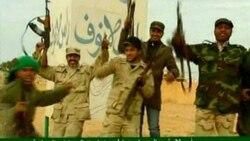 تلويزيون دولتی ليبی از پس گرفتن يک شهرک نفتی از شورشيان خبر می دهد