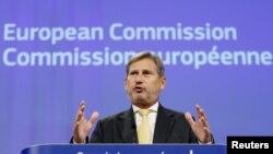Avrupa Birliği Komisyonu Üyesi Johannes Hahn, Türkiye'deki tutuklama ve görevden almalara ilişkin listelerin önceden hazırlanmış olabileceğine yönelik sözlerinin arkasında durdu.