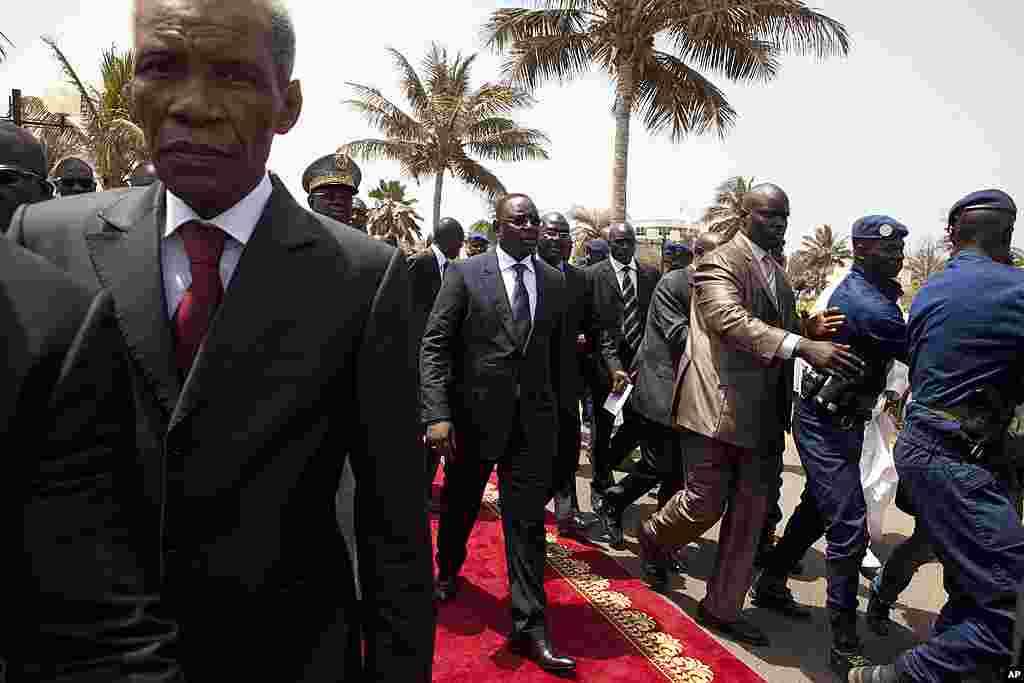 Senegal's newly inaugurated President Macky Sall, center, is surrounded by security as he leaves his swearing-in ceremony, at a hotel in Dakar, Senegal April 2, 2012. (AP)