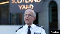 영국 경찰청 마크롤리 부청장이 세르게이 스크리팔 부녀 피습사건에 관해 설명하고 있다.