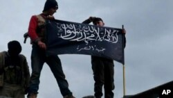 Pemberontak Suriah yang berafiliasi dengan al-Qaida (foto: dok). Warga AS, Abdella Ahmad Tounisi, dituduh berencana bergabung dengan kelompok ini.