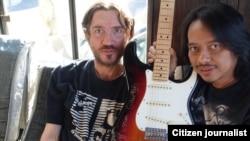 Dewa Budjana bersama mantan gitaris Red Hot Chili Peppers, John Frusciante (foto/dok: Dewa Budjana)