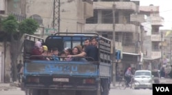 Civilians flee Qamishli due to Assad mortar attacks in the city, April 21, 2016.