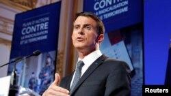 Thủ tướng Pháp Manuel Valls phát biểu trong một cuộc họp báo ở Paris, 9/5/2016.