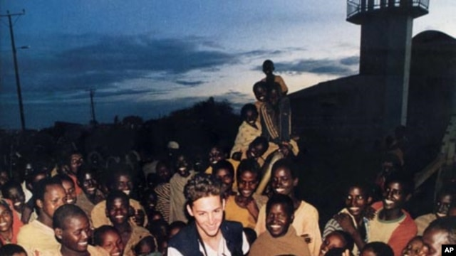Born to an American mother and a British father, Dan Eldon spent most of his life in Africa, which he considered home. He also died there, while working as a photojournalist for Reuters.