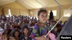 Des enfants réfugiés maliens à l'école dans le camp de Mbéra en Mauritanie (Reuters)