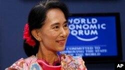 Pemimpin oposisi Burma Aung San Suu Kyi mengatakan ia ingin menjadi presiden Burma pada tahun 2015, hari Kamis (6/6).