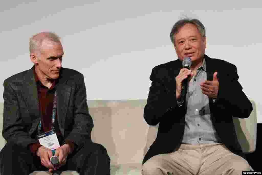 来自台湾的奥斯卡金奖导演李安在美国广播电视协会(NAB)主办的全球跨媒体创新峰会上发表他的最新电影《比利·林恩漫长的中场休息》(Billy Lynn's Long Halftime Walk),挑战3D电影科技最新技术。(照片來源:NAB)