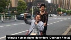 中国江苏常州的人权活动人士张建平和夫人(取自人权捍卫者网站)。