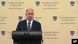 Investor miliarder AS Stephen Schwarzman mengumumkan program beasiswa 1 tahun untuk belajar di Beijing bagi 200 mahasiswa (21/4).