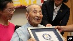 112 vjeçari Yasutaro Koide