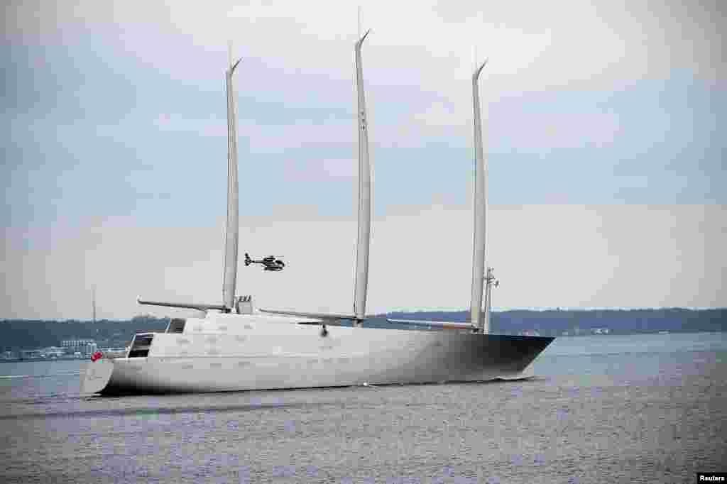 ទូកម៉ាស៊ីនក្តោងជំនួយដែលមានប្រវែង១៤២.៨១ម៉ែត្រ «Sailing Yacht A» ឆ្លងកាត់ទីក្រុង Elsinore កោះ North Sealand ប្រទេសដាណឺម៉ាក។ ទូកក្តោង «Sailing Yacht A» ដែលមានដងក្តោងកម្ពស់៩០ម៉ែត្រ អាងហែលទឹកហើយមានកម្ពស់០៨ជាន់គឺជាទូកក្តោងធំបំផុតក្នុងពិភពលោក។ សេដ្ឋីជនជាតិរុស្ស៊ីលោក Andrey Melnichenko ជាម្ចាស់របស់ទូកដែលត្រូវបានសាងសង់នៅក្នុងទីក្រុង Kiel ប្រទេសអាល្លឺម៉ង់ ហើយឥឡូវនេះកំពុងឆ្លងកាត់ប្រទេសដាណឺម៉ាកឆ្ពោះទៅកាន់ទីក្រុង Kristiansand ប្រទេសន័រវែស។