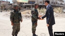 Башар Асад встречается с офицерами сирийской армии в районе Дария. Сирия. 1 августа 2013 г.