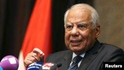 이집트 과도 내각의 하젬 엘-베블라위 총리. 24일 전격 사퇴 의사를 밝혔다. (자료사진)