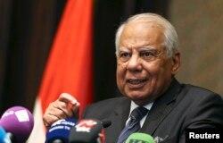 Mantan PM Mesir Hazem el-Beblawi di Abu Dhabi, 27 Oktober 2013. (Foto: dok).
