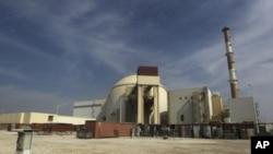 Reaktor nuklir Bushehr di Kota Bushehr di selatan Iran. Amerika berkomitmen mencegah Iran menguasai senjata nuklir yang dikhawatirkan digunakan untuk hal yang membahayakan perdamaian.