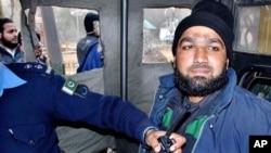 گورنر پنجاب سلمان تایثر کے قتل کا اقبال جرم کرنے والا ممتاز قادری (فائل فوٹو)