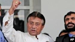 Bivši predsednik Pakistana Pervez Mušaraf na aerodromu u Karačiju