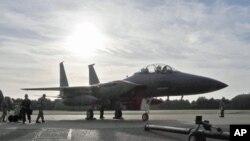 图为F - 15战斗机资料照