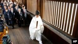 多名日本国会议员10月20 日集体前往靖国神社参拜。