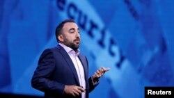 Alex Stamos, jefe de seguridad de Facebook, dice que los avisos parecían centrados en amplificar la división social y política en EE.UU.