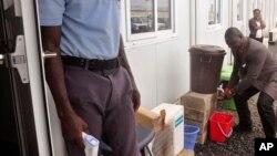 Naibu Waziri wa Afya, Tolbert Nyenswah, nchini Liberia.