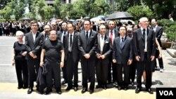 香港法律界3,000人黑衣靜默遊行反對律政司政治檢控,要求成立獨立調查委員會。(美國之音湯惠芸攝)