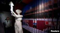 တရုတ္ႏိုင္ငံမွာ ေက်ာင္းသားေတြကို Tiananmen ရင္ျပင္မွာ ႏွိမ္နင္းၿဖိဳခဲြမႈအထိမ္းအမွတ္ျပတုိက္(ဧၿပီလ ၂၆၊၂၀၁၄)