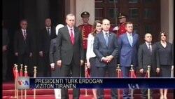 Erdogan viziton Tiranën
