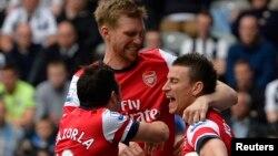 Para pemain klub Arsenal dalam salah satu pertandingan Liga Premier, Mei 2013. (Foto: Dok)