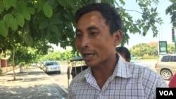 Ven Vorn, a Chong ethnic minority representative and activist, talks to reporters in Phnom Penh, Cambodia, June 21, 2017. (Hul Reaksmey/VOA Khmer)