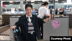 冯正虎在上海机场被拒绝出关(冯正虎推特图片)