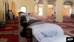 Musulmi suna sallah a masallacin Maroua da ke kasar Kamaru