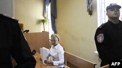 Bivša ukrajinska premijerka u sudnici u Kijevu