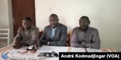 Max Loalnagr président de la LTDH à droite et Mahamat Ibedou de la CTDDH à droite, au Tchad, le 30 mars 2020. (VOA/André Kodmadjingar)