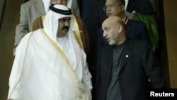 卡爾扎伊(右)與卡塔爾國家元首阿勒薩尼(左)會晤
