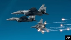 Flares are released from an F-15E Strike Eagle during a local training mission over North Carolina, 17 Dec 2010