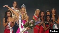 Olivia Jordan celebra su triunfo en el concurso Miss USA realizado en Baton Rouge, Luisiana.