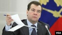 Medvedev Medvedev también se reunirá con el primer ministro italiano, Silvio Berlusconi, y con el presidente Giorgio Napolitano.