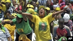 Supporters of Tanzanian ruling party, Chama Cha Mapinduzi welcoming President Jakaya Kikwete before addressing a rally