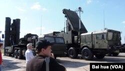 러시아의 S-400 지대공 요격 미사일과 레이더.