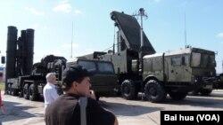 Российский зенитно-ракетный комплекс С-400 (архивное фото)