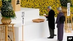 明仁天皇在东京日本武道馆举行的仪式上