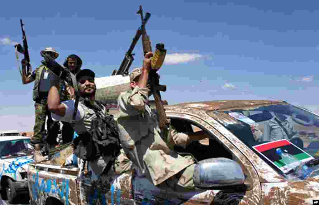 Fighters arrive from around the region to join the NTC push into Bani Walid, September 10, 2011. - E. Arrott
