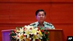 Tướng Tổng tư lệnh quân đội Myanmar Min Aung Hlaing phát biểu tại Trung tâm Hội nghị Quốc tế Myanmar ở Naypyitaw, ngày 28/10/2019.