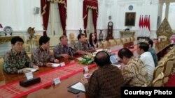 Presiden Jokowi menerima delegasi Hyundai Motors Groups di Istana Negara, Jakarta, Kamis (25/7) (Foto: Biro Setpres)